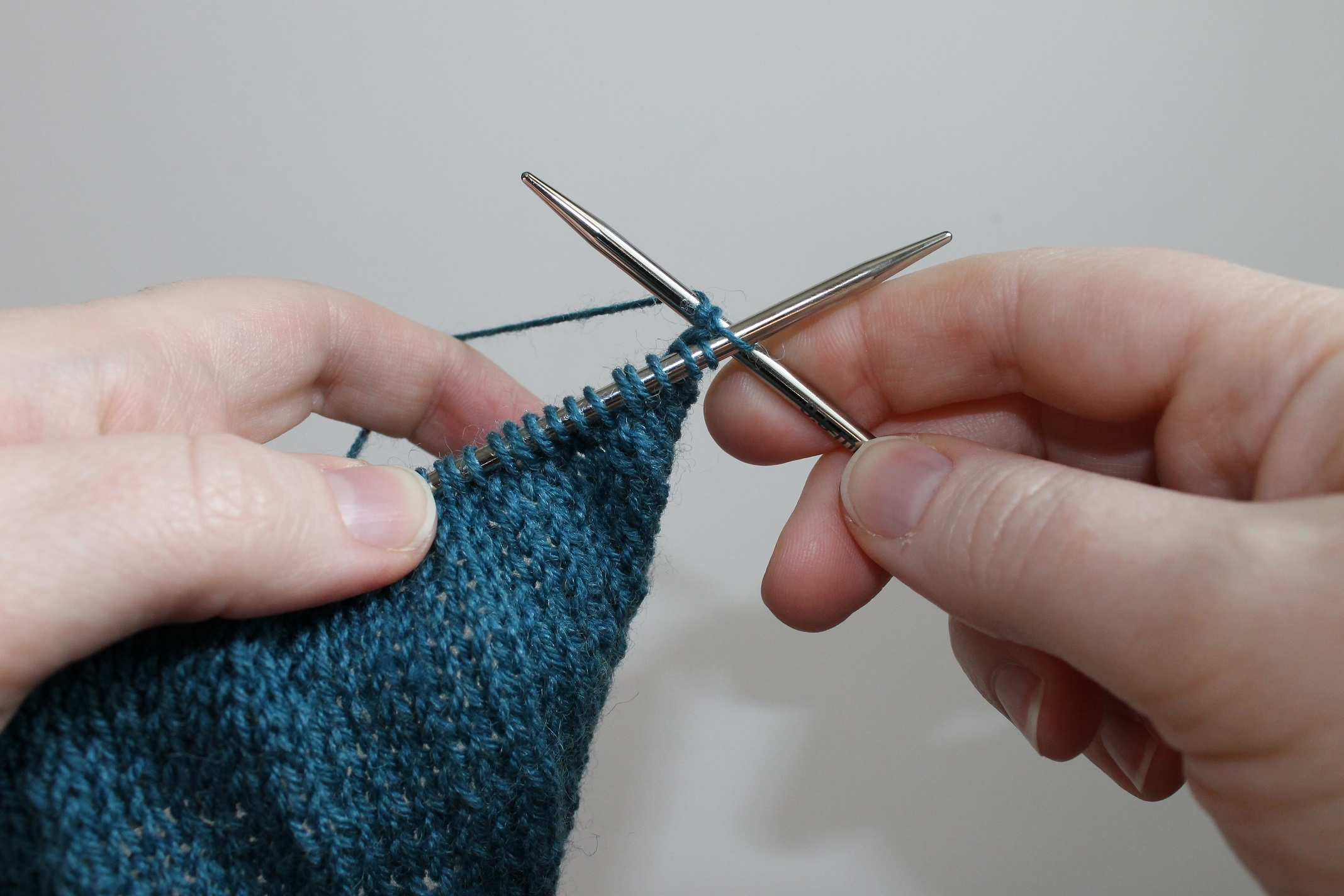 Continental Knitting For Beginners Find Your Style Battle Of English Vs Continental Knitting