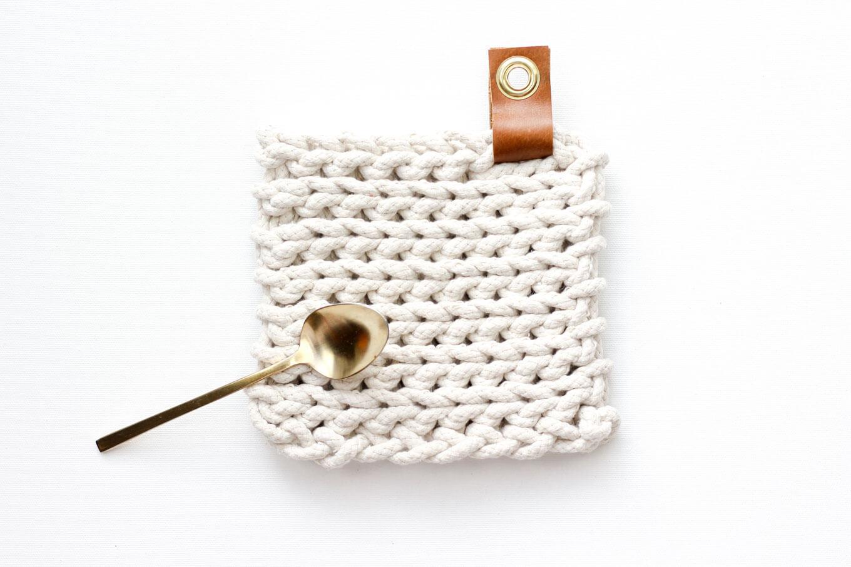 Crochet Trivets Free Pattern Clothesline Trivet Free Modern Crochet Pattern Using Rope